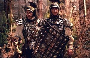 Heath Ledger y Matt Damon son los hermanos Jacob y Wilhem Grimm.