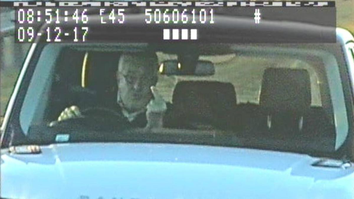 El hombre que ha sido condenado a 8 meses por hacer una peineta a la cámara de tráfico