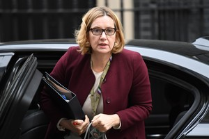NGH05. London (United Kingdom), 24/04/2018.- (FILE) - Britains Home Secretary Amber Rudd arrives to attend a Cabinet meeting at Downing Street in central London, Britain, 24 April 2018 (issued 29 April 2018). Home Secretary Amber Rudd resigns after Windrush scandal. (Londres) EFE/EPA/NEIL HALL
