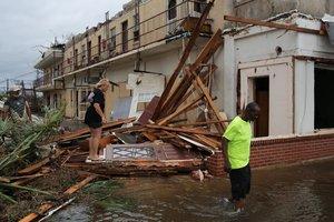 DAX26. PANAMA CITY (FL, EE.UU.), 10/10/2018. Vista de un edificio colapsado hoy, miércoles 10 de octubre de 2018, tras la llegada del huracán Michael, en Panama City, Florida (EE. UU.). Según informes de medios, el huracán Michael tocó tierra en el territorio de la Florida como una tormenta de categoría 4, con vientos máximos sostenidos de hasta 155 mph (200 kph). Una persona murió en la tormenta, al pareder por la caída de un árbol. EFE/Dan Anderson