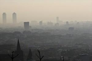 Imagen de Barcelona durante un episodio de contaminación, en el 2013.