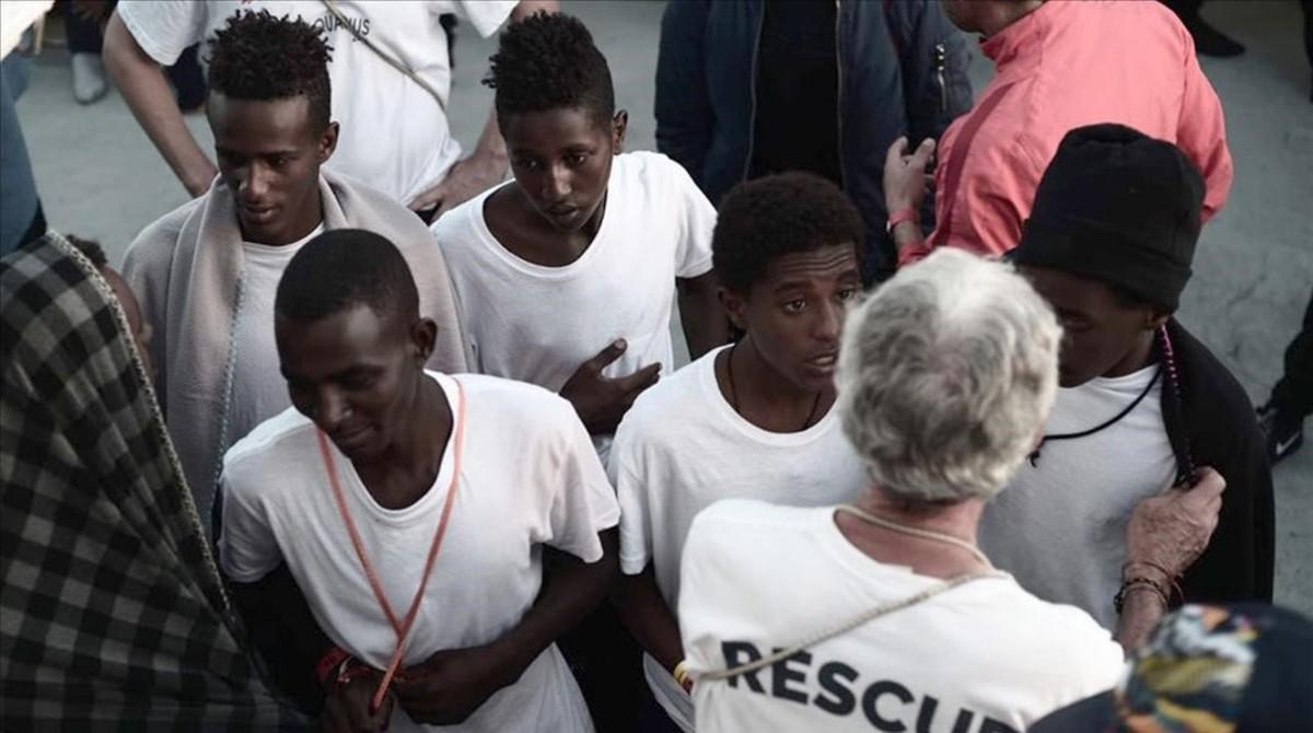 Inmigrantes a bordo del barco Aquarius.