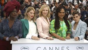 De izquierda a derecha,Khadja Nin,Lea Seydoux, Cate Blanchett, Ava Duvernay y Kristen Stewart, miembros del jurado del Festival de Cannes, este martes.