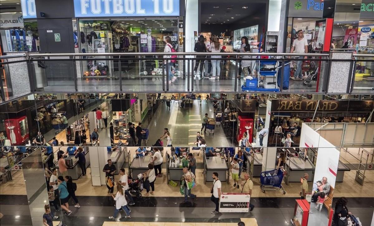 En Baricentro el lunes festivo se vivió como un sábado de buenas compras.
