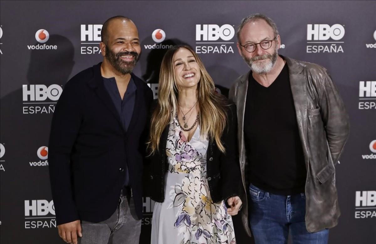 Jeffrey Wright Sarah Jessica Parker y Liam Cunningham, en la presentación de HBO España.