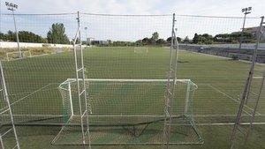 El campo de fútbol de Pomar, una de las tres instalaciones deportivas de Badalona donde la Generalitat detectó un positivo de legionela el pasado abril.