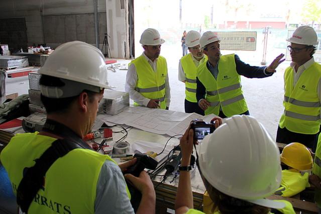 Jordi Ballart, alcalde de Terrassa, visita las obras del próximo centro que Media Mark abrirá en la ciudad