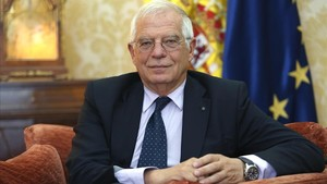 Josep Borrell, ministro de Asuntos Exteriores, en la sede del ministerio