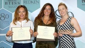 Las premiadasMaria Fontanellas (Mietis) mejor diseñadora emergente, Elena Astaun, mejor coleccióny la representante de Torras, premio Modacc.