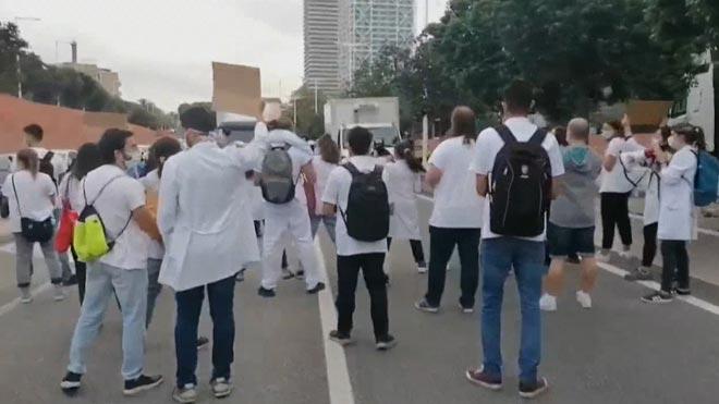 Los MIR protestan cortando la Ronda Litoral de Barcelona.