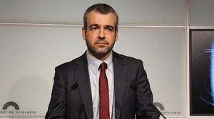 Maurici Lucena, en el faristol del Parlament, cuando era portavoz del PSC.