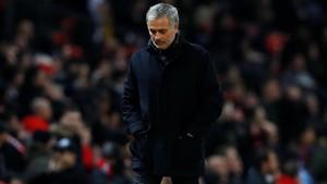 Mourinho abandona Old Trafford tras ser eliminado por el Sevilla de la Champions.