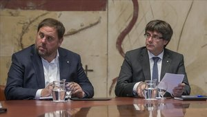 Oriol Junqueras y Carles Puigdemont, en una reunión del Governel 2 de octubre del 2017.