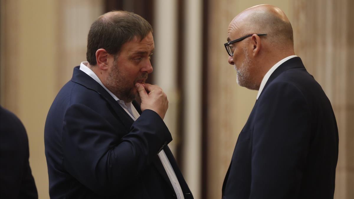 Oriol Junqueras y Lluís Corominas comentan la sesión del día.