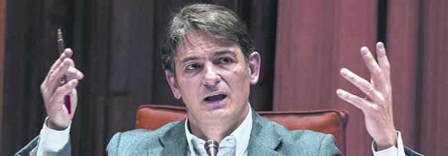 Oriol Pujol, ante la comisión de fraude fiscal del Parlament, el pasado marzo.