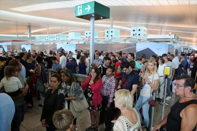 Pasajeros del aeropuerto de El Prat en la operación salida de verano.