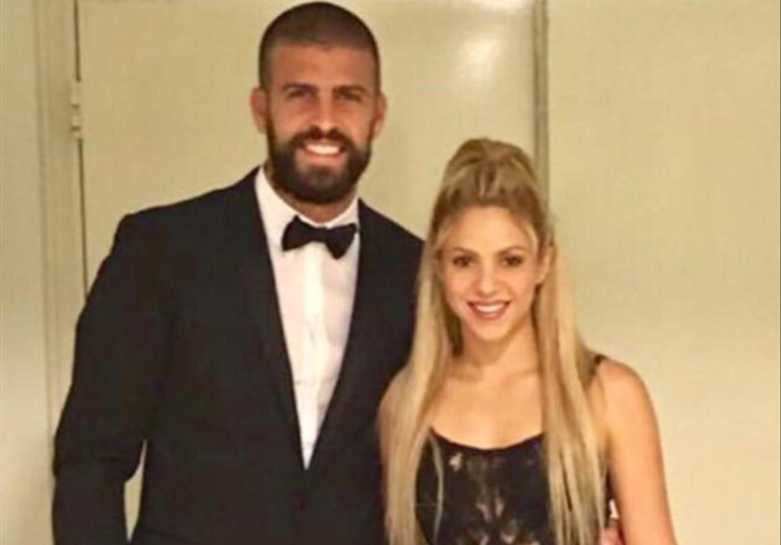 Piqué y Shakira posan en la boda de Messi