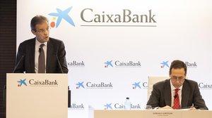 Presentación de resultados de Caixabank. En la imagen, Gonzalo Cortázar y Jordi Gual.