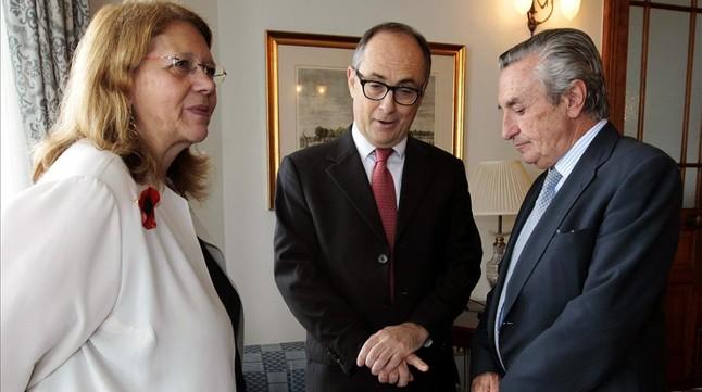 La presidenta de la Comisión Nacional del Mercado de Valores (CNMV), Elvira Rodríguez; el subgobernador del Banco de España, Fernando Restoy y el presidente de la Comisión Nacional de los Mercados y la Competencia (CNMC), José María Marín (de izquierda a derecha), en Santander.