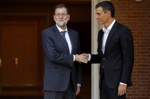 Mariano Rajoyy Pedro Sánchez, durante una reunión en el Palacio de la Moncloa.