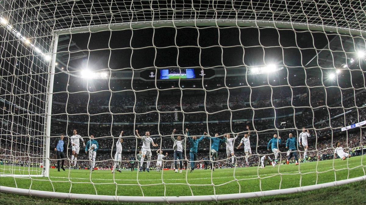 Los jugadores del Real Madrid celebran la clasificación para la final de la Liga de Campeones.