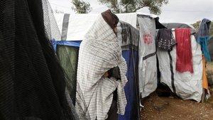 Un refugiado en el campo de Moria en Lesbos.