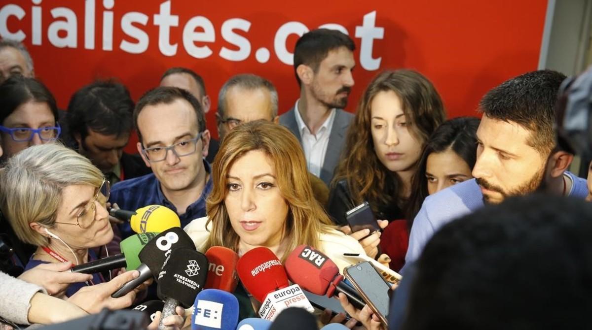 Susana Díaz atiende a los medios de comunicación en la sede del PSC, este jueves.