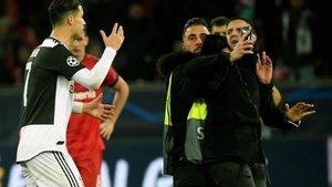 Ronaldo se enfadó con un aficionado que le agarró del cuello para pedirle una foto