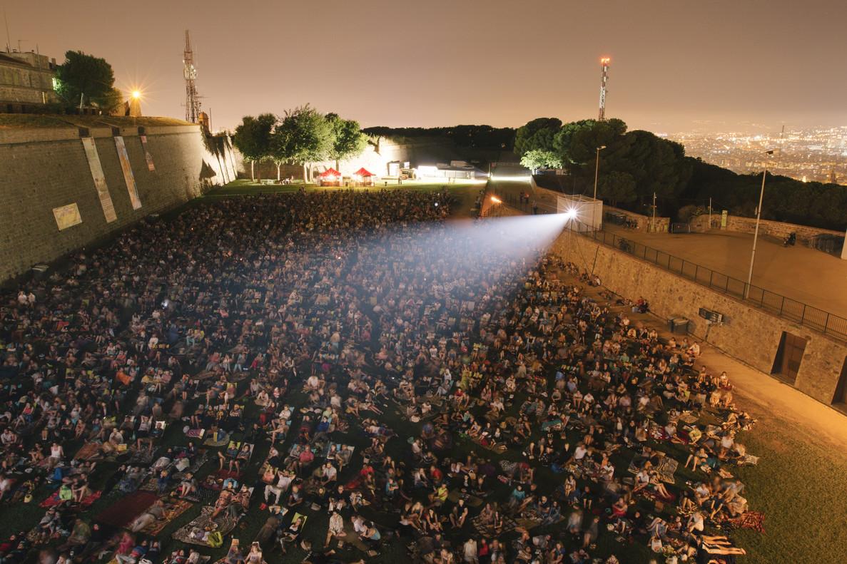 El Castell acoge cada verano a miles de cinéfilos con sus proyecciones a la fresca.