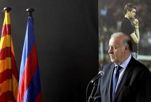 El seleccionador español de fútbol, Vicente del Bosque, ha visitado el Camp Nou para rendir homenaje a Tito Vilanova.
