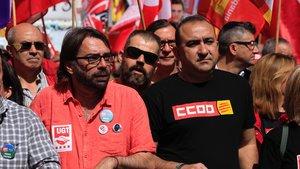 Los secretarios generales de UGT y CCOO de Catalunya, Camil Ros (izquierda) y Javier Pacheco (derecha); durante la celebración del Primero de Mayo.