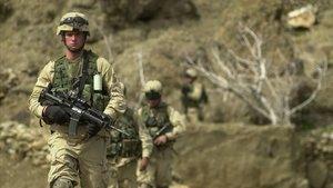 Soldados estadounidenses patrullan en el valle del río Baghran, en Afganistán, en febrero del 2003.