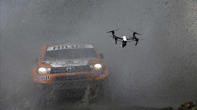El Toyota de Ronan Chabot, durante la disputa del prólogo del rali Dakar.