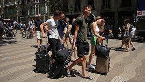 Barcelona lanza un ultimátum contra la promoción de pisos turísticos ilegales