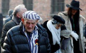 Uno de los supervivientes de Auschwitz, durante la jornada de homenaje.