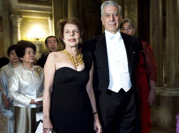 Una imagen de archivo del literato Mario Vargas Llosa con su esposa, la peruana Patricia Llosa.