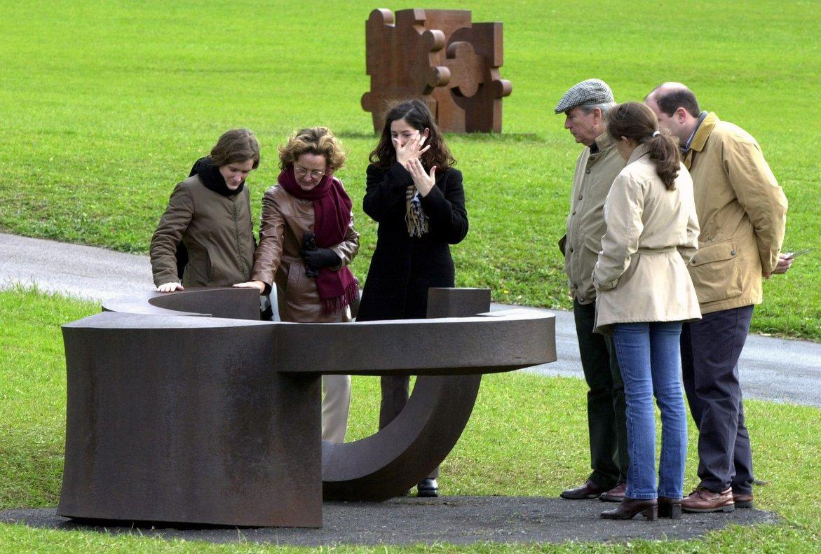 Visitantes, en el museo Chillida Leku, en el 2002.
