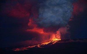 Erupción del volcán La Cumbre, en elarchipiélago ecuatoriano de Galápagos.