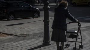 Una cuidadora 'altruista' roba 110.000 euros a una àvia