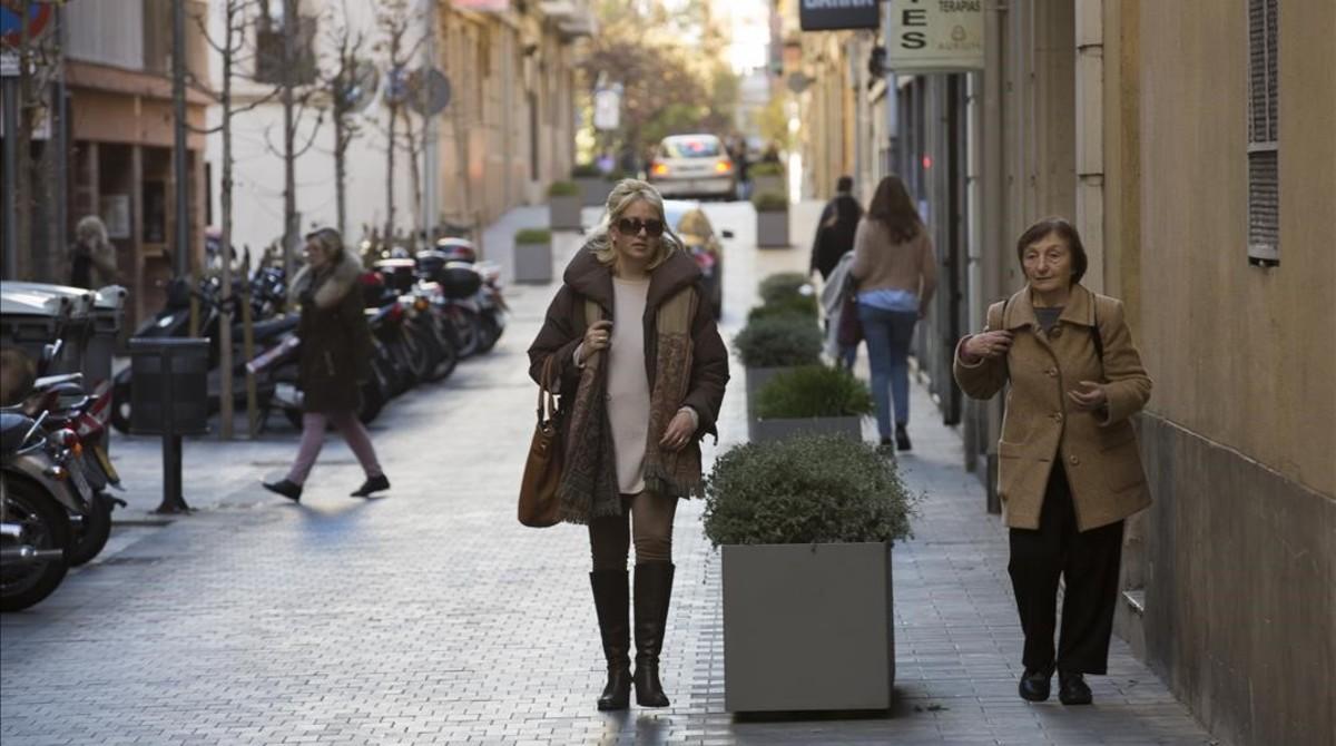 Plataforma única en la calle Santjoanistes.