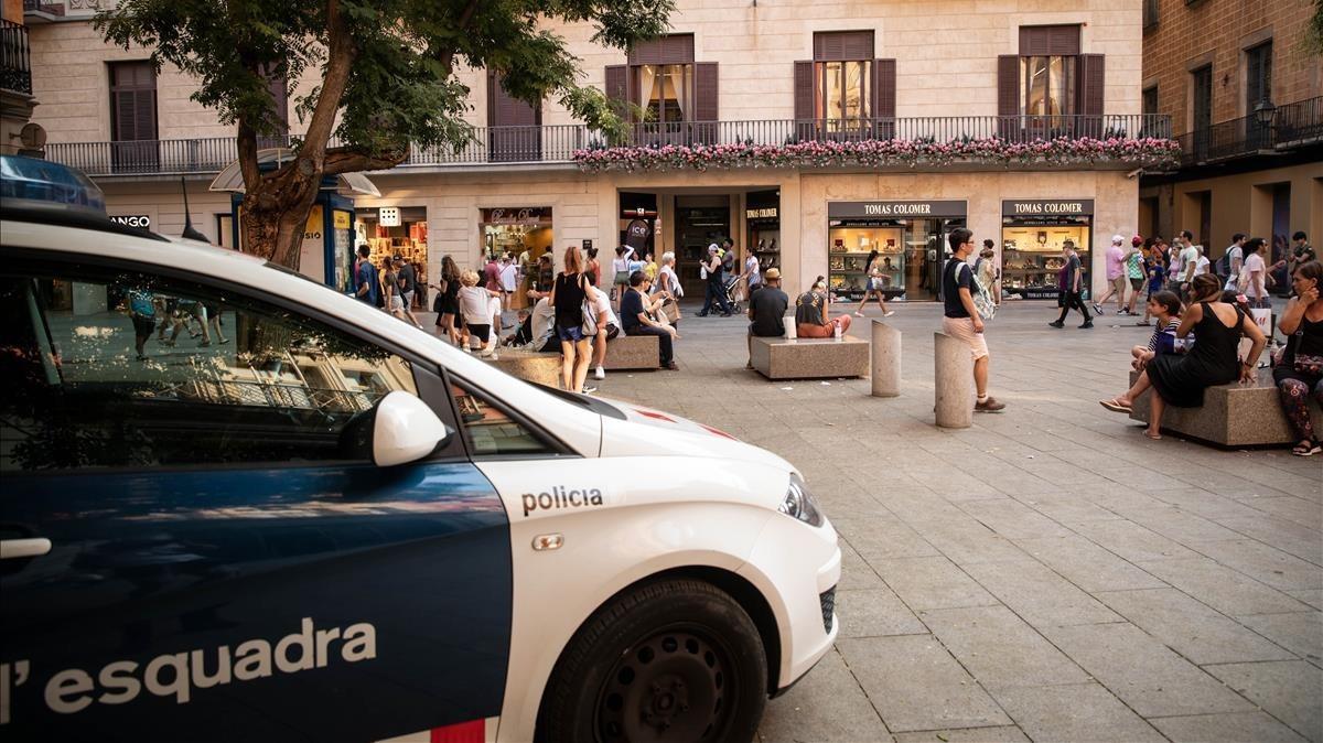 Una patrulla de los Mossos en el distrito de Ciutat Vella en una imagen reciente.