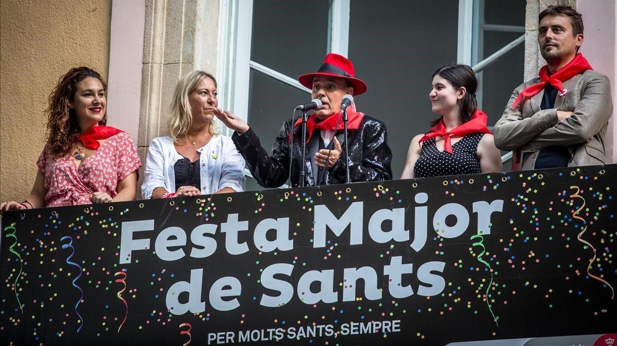 Un momento del pregón de Toni Rovira en las fiestas de Sants 2019.