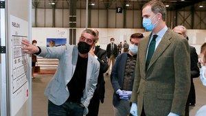 Felipe VI visita el hospital de emergencia del recinto ferial de Ifema, el pasado jueves