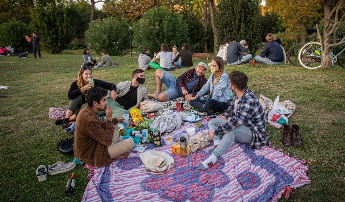 Ambiente en el parque de la Ciutadella de Barcelona, el sábado 17 de octubre.