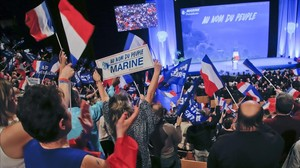 Simpatizantes de la líder del Frente Nacional, Marine Le Pen, en Lyón.