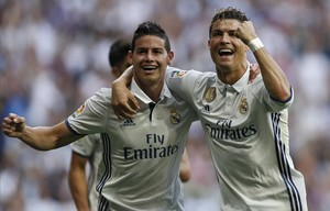 undefined38438405 real madrid s cristiano ronaldo right celebrates with team170514222408