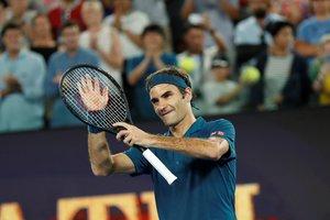 Roger Federer celebra su victoria ante Taylor Fritz.