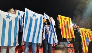 Aficionados del Espanyol con esteladas