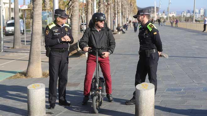 El Ajuntament de Barcelona impone 3.000 multas a usuarios de patinetes eléctricos.