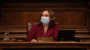 La alcaldesa de Barcelona, Ada Colau, en una pleno del Ayuntamiento de Barcelona.